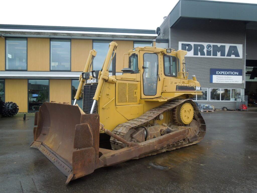 Caterpilla D6H tracked dozer