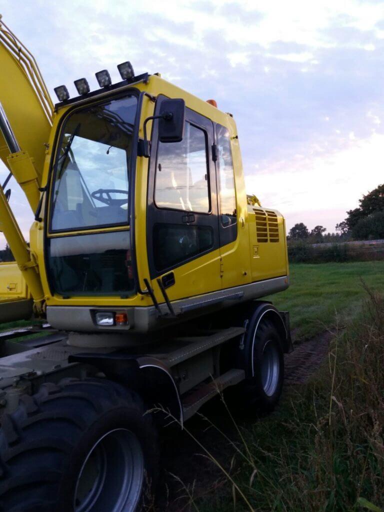 Hyundai Robex 140W mobile excavator