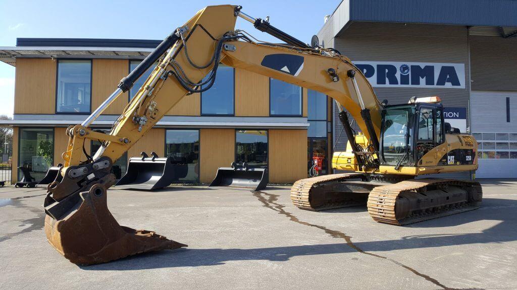 325d caterpillar excavator