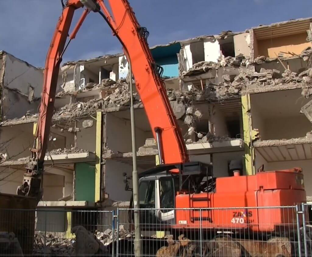 Hitachi ZX470 demolition excavator